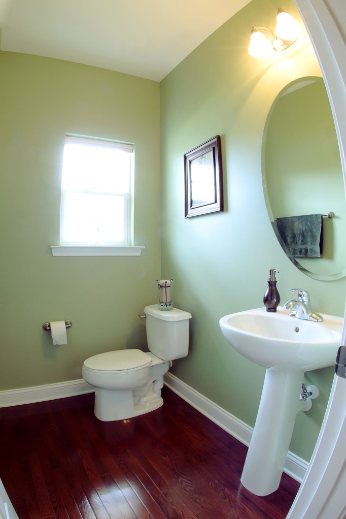 real estate photography :  half bath downstairs