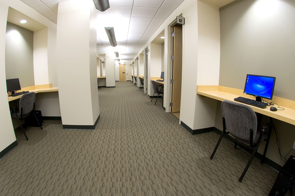 commercial real estate photography : exam room hall