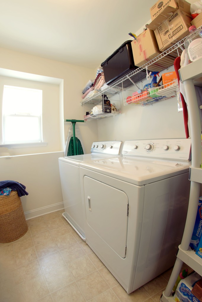 real estate photography :  laundry room