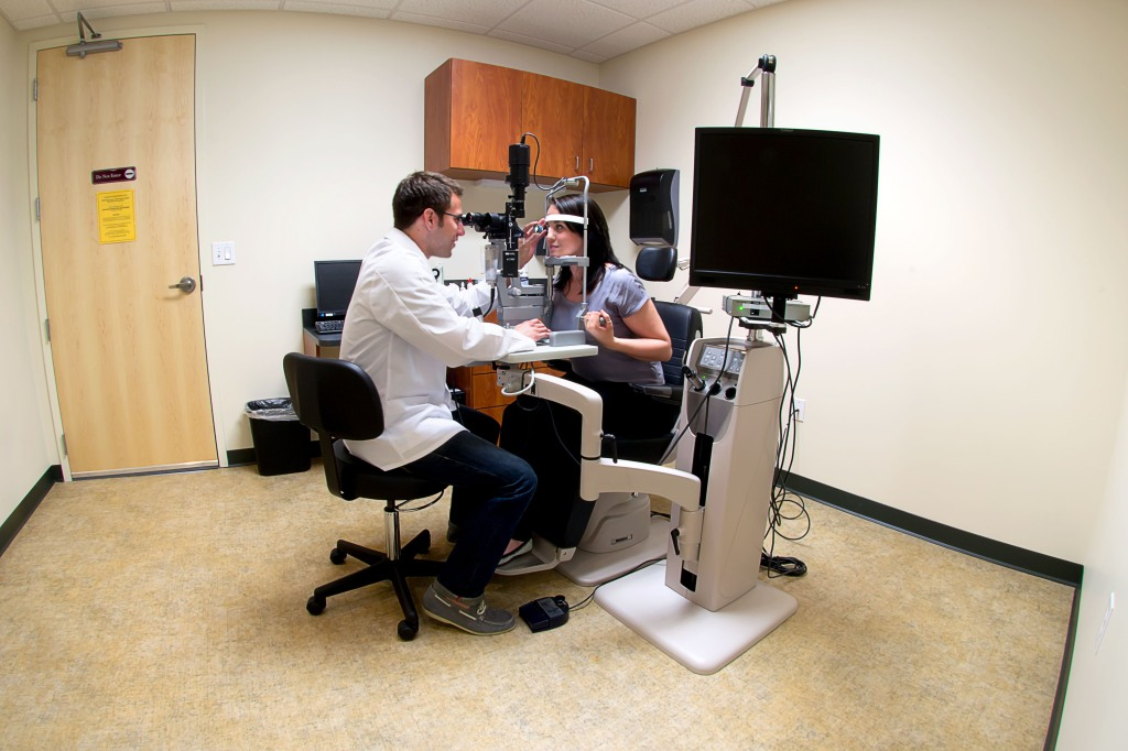 commercial real estate photography : eye exam room