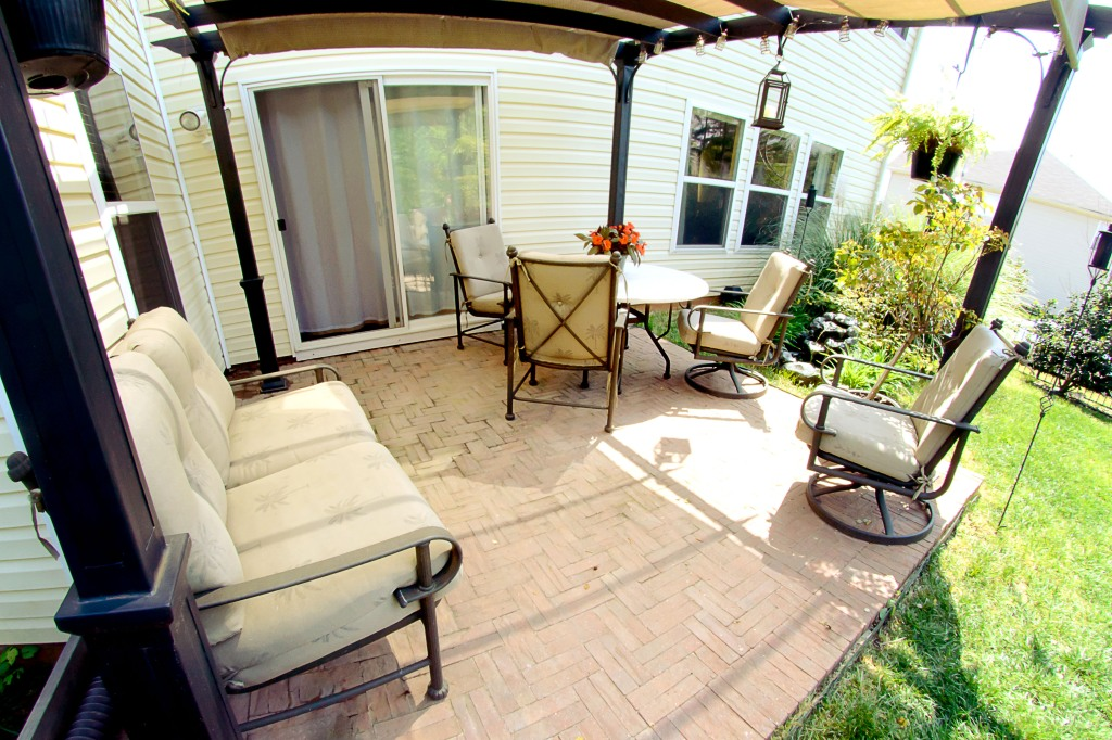 real estate photography :  back patio